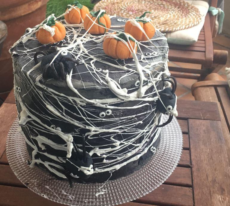 Halloween Spider Cake & Citrouilles